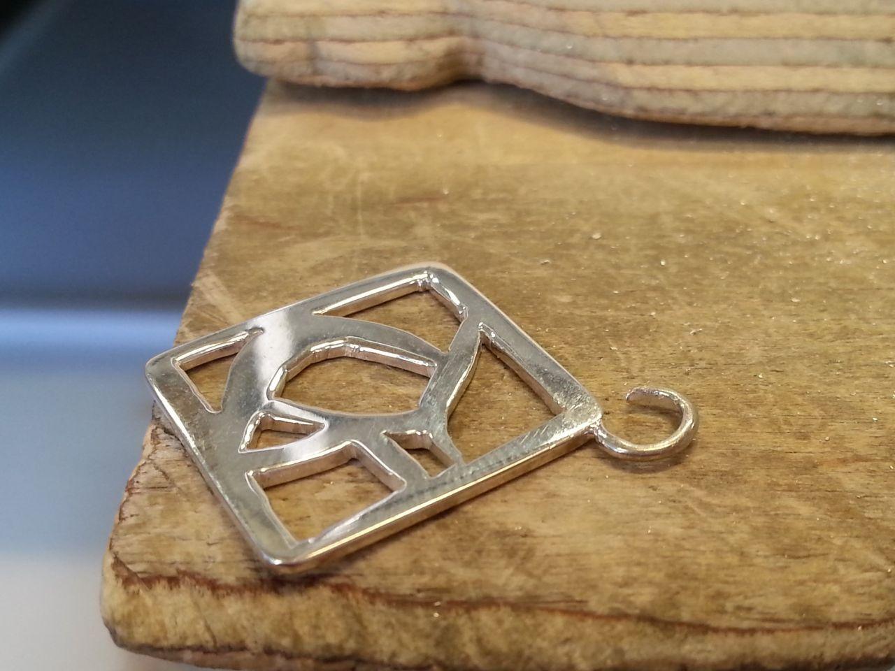 nimikirjainriipus-valmistuu-10-goldsmithdiariesCOM